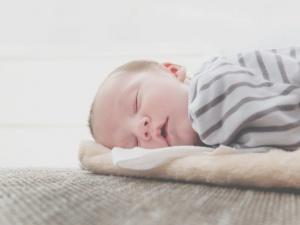 surveiller bebe avec un babyphone haut de gamme